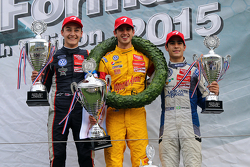 Podium: ganador, Antonio Giovinazzi, segundo lugar George Russell, tercer lugar, Sergio Sette Camara