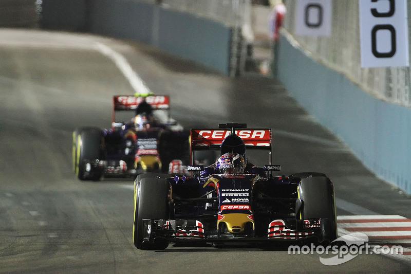 Max Verstappen, Scuderia Toro Rosso STR10, vor Teamkollege Carlos Sainz Jr., Scuderia Toro Rosso STR10