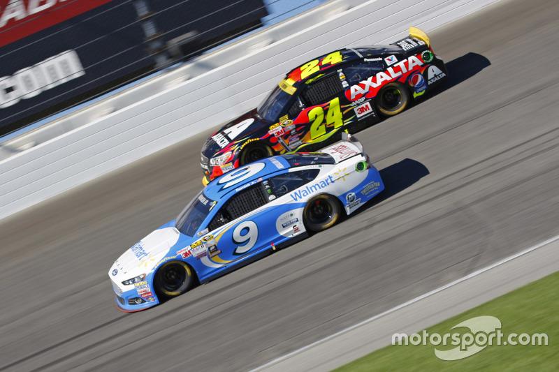 Sam Hornish Jr., Richard Petty Motorsports Ford and Jeff Gordon, Hendrick Motorsports Chevrolet