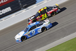 Sam Hornish Jr., Richard Petty Motorsports Ford; Jeff Gordon, Hendrick Motorsports Chevrolet