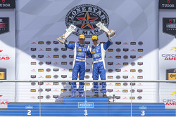 P Podium: Overall winners #01 Chip Ganassi Racing Ford/Riley: Scott Pruett, Joey Hand