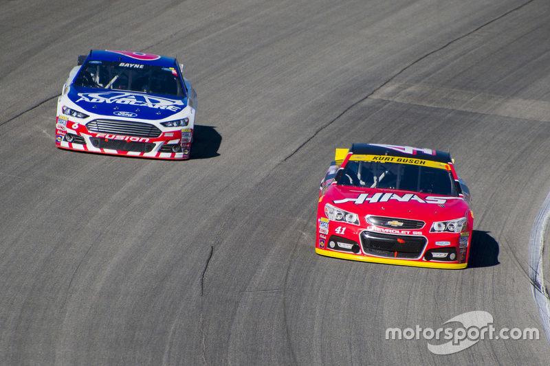Kurt Busch, Stewart-Haas Racing Chevrolet; Trevor Bayne, Roush Fenway Racing Ford