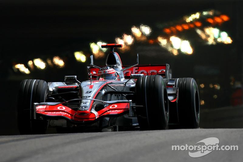 #1: Fernando Alonso, McLaren-Mercedes, MP4-22