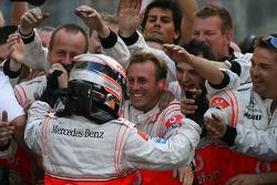 Race winner Fernando Alonso celebrates with the team