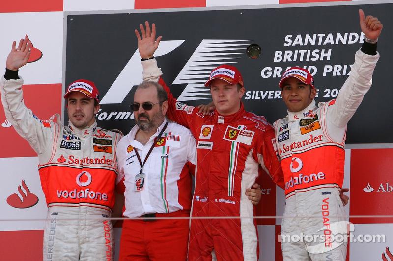 Podio de F1 en Silverstone 2007: 1. Kimi Räikkönen, 2. Fernando Alonso, 3. Lewis Hamilton