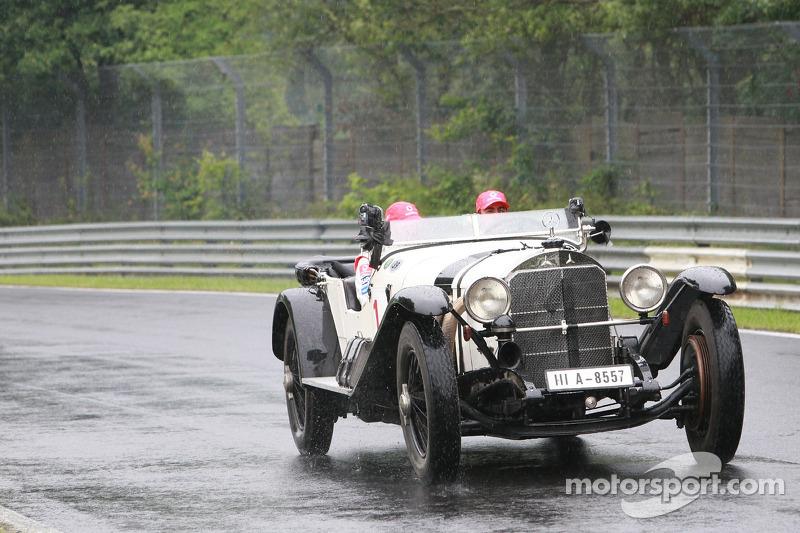 Fernando Alonso, McLaren Mercedes y Lewis Hamilton, McLaren Mercedes con un histórico Mercedes S fro