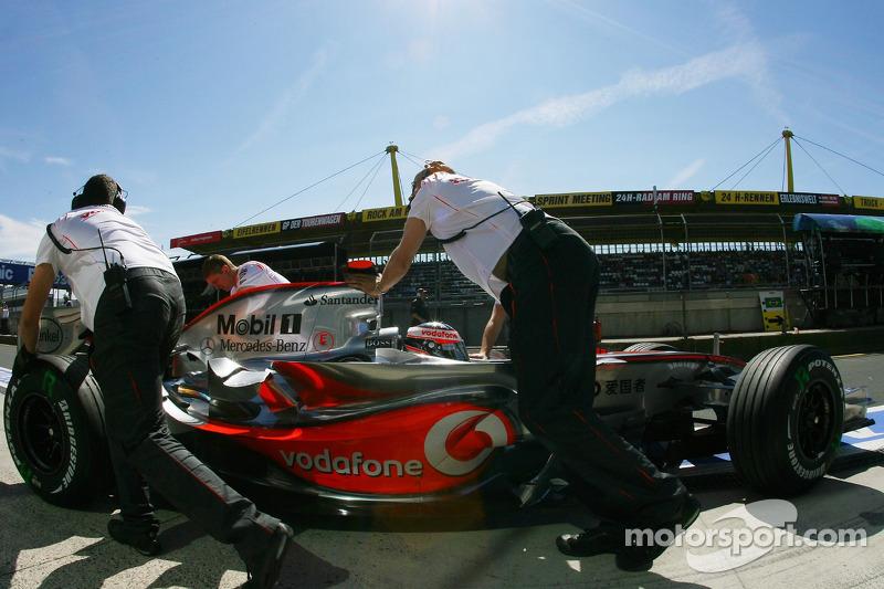 Фернандо Алонсо, McLaren Mercedes, MP4-22