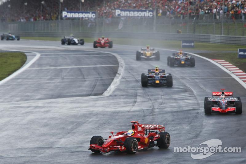An der Spitze hat Massa vor Fernando Alonso lange alles im Griff, auch ...