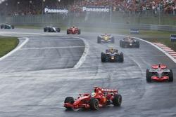 Felipe Massa, Ferrari F2007; Fernando Alonso, McLaren MP4-22