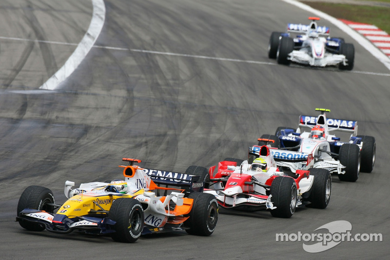 Giancarlo Fisichella, Renault F1 Team, R27, Ralf Schumacher, Toyota Racing, TF107 y Robert Kubica,