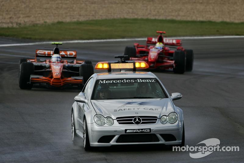 Маркус Вінкельхок, Spyker F1 Team, F8-VII, Кімі Райкконен, Scuderia Ferrari, F2007, позаду автомобіля безпеки