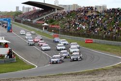 Start: Mattias Ekström, Audi Sport Team Abt Sportsline, Audi A4 DTM takes the lead before polesitter Timo Scheider, Audi Sport Team Abt Sportsline, Audi A4 DTM