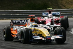 Giancarlo Fisichella, Renault F1 Team, R27 et Jarno Trulli, Toyota Racing, TF108
