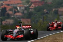 Lewis Hamilton, McLaren Mercedes; Kimi Räikkönen, Scuderia Ferrari