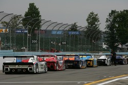 Cars line up before the qualifying session