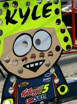 Pit board of Kyle Busch