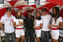 Jason Tahinci, Karun Chandhok and Sebastien Buemi with Bridgestone girls