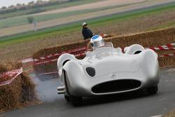 Jean Alesi en el Fangio Mercedes Streamliner
