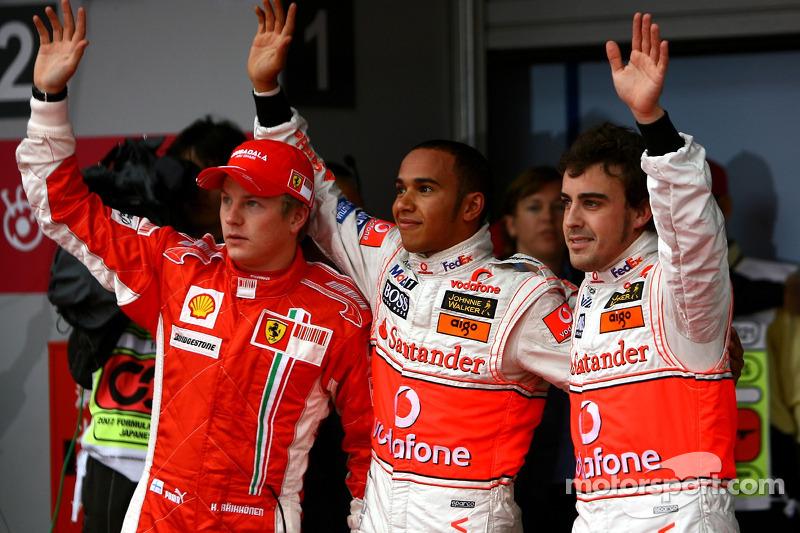 Ganador de la pole Lewis Hamilton, McLaren Mercedes, segundo puesto Fernando Alonso, McLaren Mercede