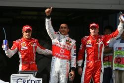 Tercer puesto Felipe Massa, Scuderia Ferrari; ganador de la pole Lewis Hamilton, McLaren Mercedes y el segundo puesto Kimi Raikkonen, Scuderia Ferrari