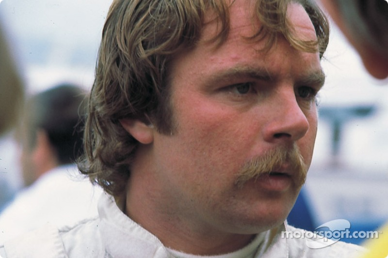 Не добавило оптимизма и решение гонщика McLaren Кейо Росберга – чемпион мира 1982 года накануне немецкой гонки объявил, что покинет Формулу 1 по окончании сезона. Финну шел уже 38-й год, однако со скоростью у него все было в порядке, свидетельством чего стало лучшее время в пятничной квалификации (1:42.478 – на четыре с половиной секунды быстрее поула Проста двухлетней давности)