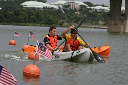 Alex Yoong, driver of A1 Team Malaysia and Jonny Reid, driver of A1 Team New Zealand in a canoe race