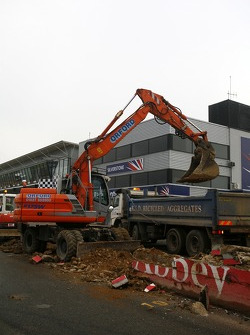 Reconstruction of the Silverstone pit wall