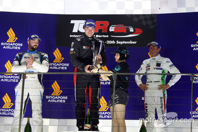 Podium 1. Rennen: 1. Kevin Gleason, Honda Civic TCR, West Coast Racing; 2. Stefano Comini, SEAT Leon, Target Competition; 3. Gianni Morbidelli, Honda Civic TCR, West Coast Racing