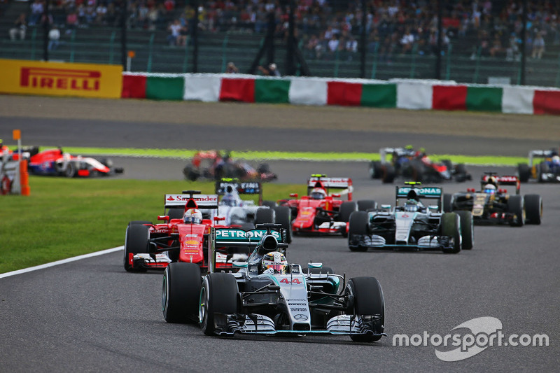 Lewis Hamilton, Mercedes AMG F1 W06 leads at the start of the race