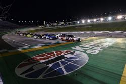 Ryan Blaney, Team Penske Ford leads a restart
