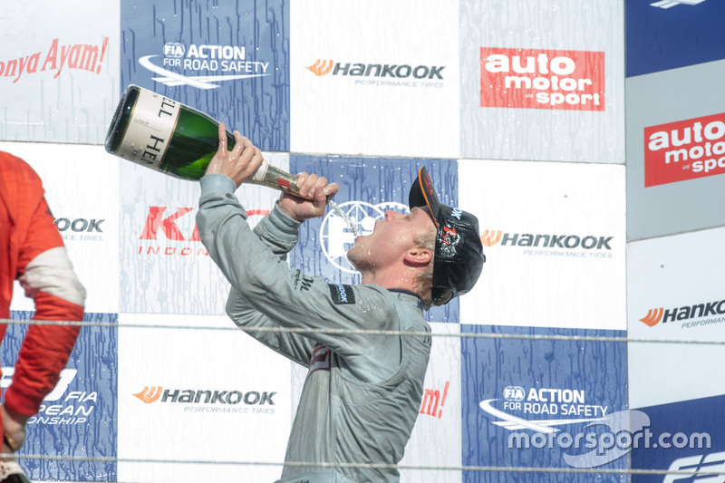 Podium: winner Felix Rosenqvist, Prema Powerteam