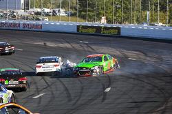 Danica Patrick, Stewart-Haas Racing Chevrolet crashes with David Ragan, Michael Waltrip Racing Toyota
