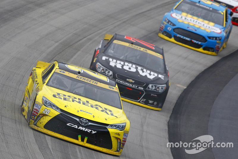 Метт Кенсет, Joe Gibbs Racing Toyota та Martrin Truex Jr., Furniture Row Racing Chevrolet