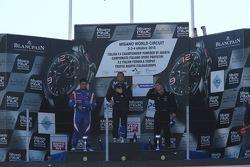Podio Gara 1: il vincitore Giorgio Mondini, Eurointernational, il secondo classificato Danny Molinaro, Progetto Corsa e il terzo classificato Walter Margelli, Nannini Racing