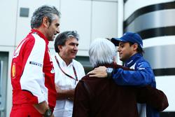 (L to R): Мауріціо Аррівабене, Керівник Scuderia Ferrari з Паскуале Латтенедду, з FOM; Берні Екклстоун,; та Феліпе Масса, Williams