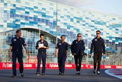 Marcus Ericsson, Sauber F1 Team walks the circuit