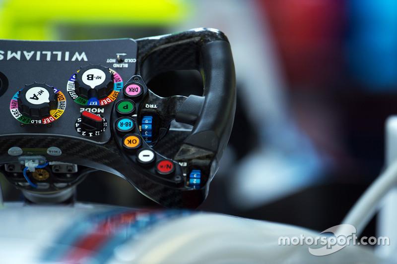 Williams FW37 кермо