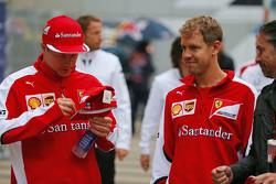 (Da sinistra a destra): Kimi Raikkonen, Ferrari with team mate Sebastian Vettel, Ferrari