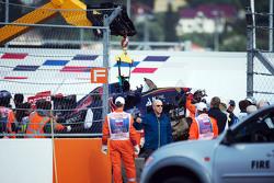 Scuderia Toro Rosso STR10 de Carlos Sainz Jr., se retira del circuito después de que se estrelló en