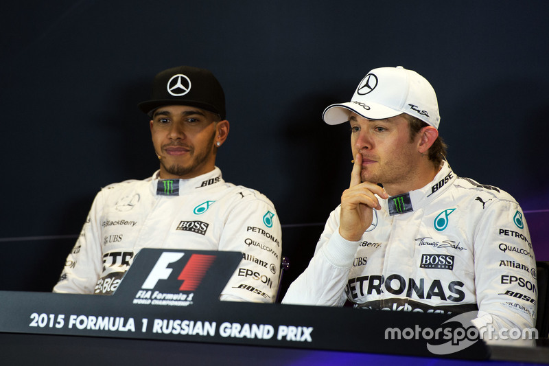 (L to R): Lewis Hamilton, Mercedes AMG F1 and Nico Rosberg, Mercedes AMG F1 in the FIA Press Conference