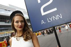 Une Grid Girl pour Alex Lynn, DAMS