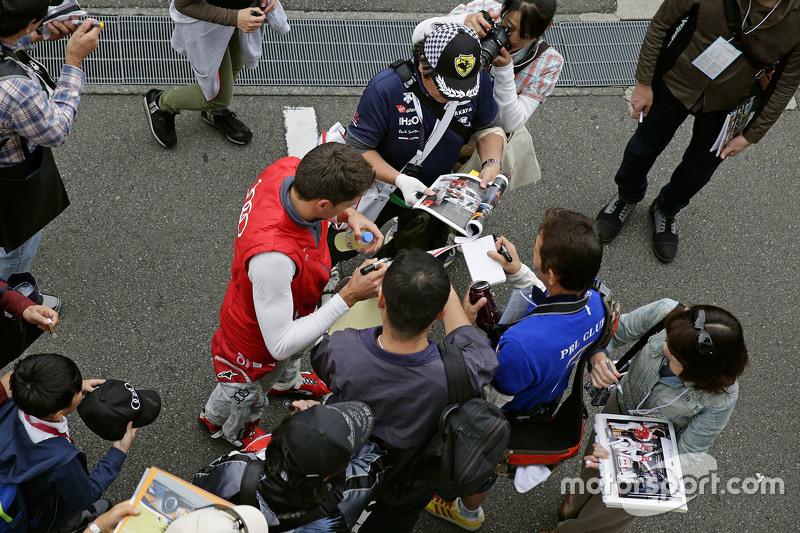 Луіс Дювал, Audi Sport Team Joest з фанатами