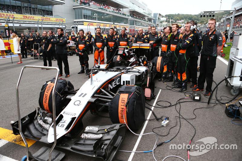 Sahara Force India F1 Team mechanics on the grid