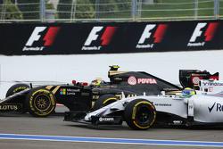 Пастор Мальдонадо, Lotus F1 E23 и Фелипе Масса, Williams FW37 на старте гонки