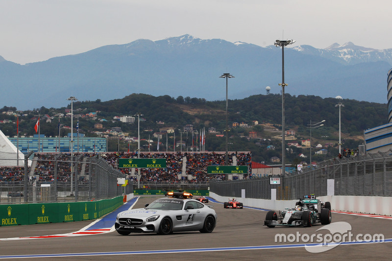 Lewis Hamilton, Mercedes AMG F1 W06 leads behind the FIA Safety Car