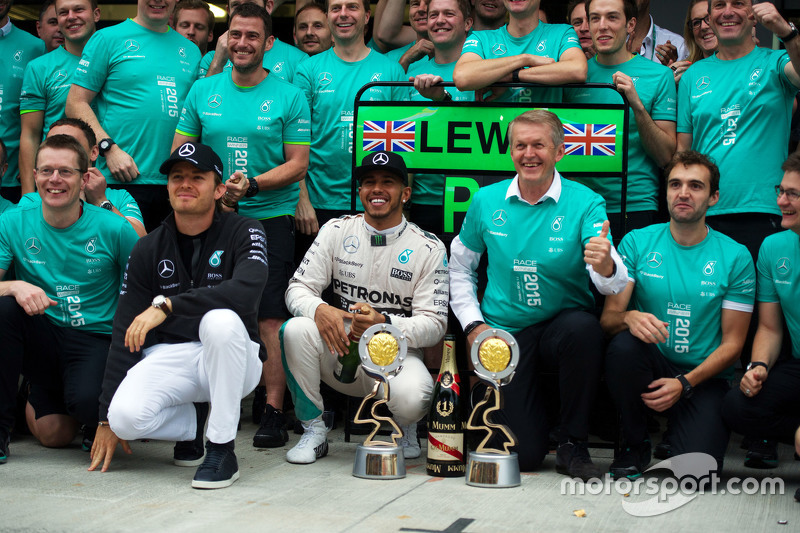 Race winner Lewis Hamilton, Mercedes AMG F1 celebrates with team mate Nico Rosberg, Mercedes AMG F1