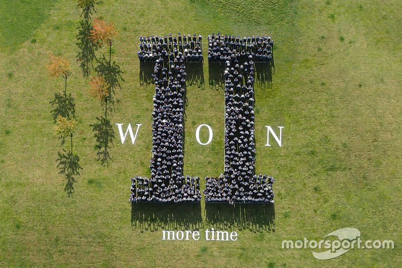 Mercedes святкує титул Кубок Конструкторів 2015 Formula 1
