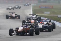 Michele Beretta, Mücke Motorsport Dallara Mercedes-Benz, dan Pietro Fittipaldi, Fortec Motorsports D