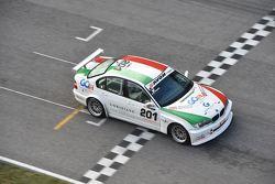 Filippo Maria Zanin, Promotor Sport, BMW 320i-B24h 2.0 #201 prende la bandiera a scacchi