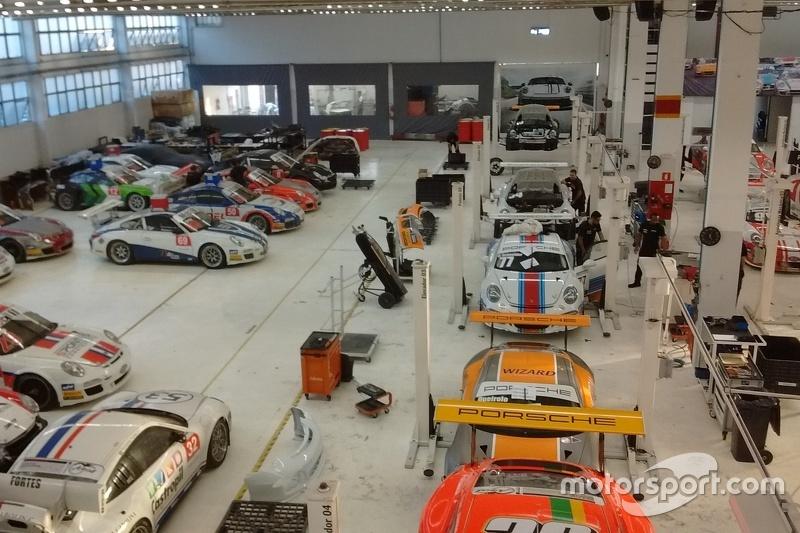 Galpão da Porsche GT3 Cup
